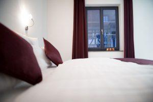 Moderne Einrichtung im Zimmer Hotel Freihof