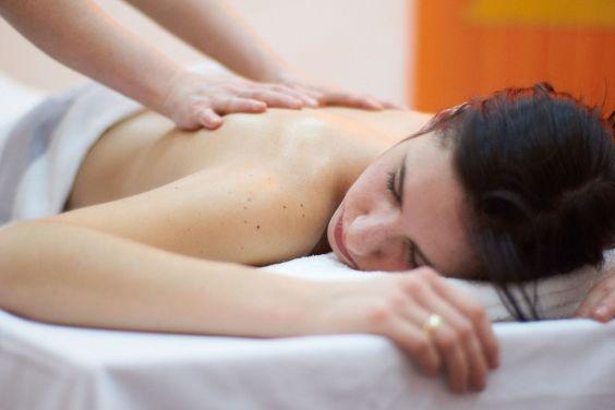 wellnessanwendung-massage-hotel-freihof
